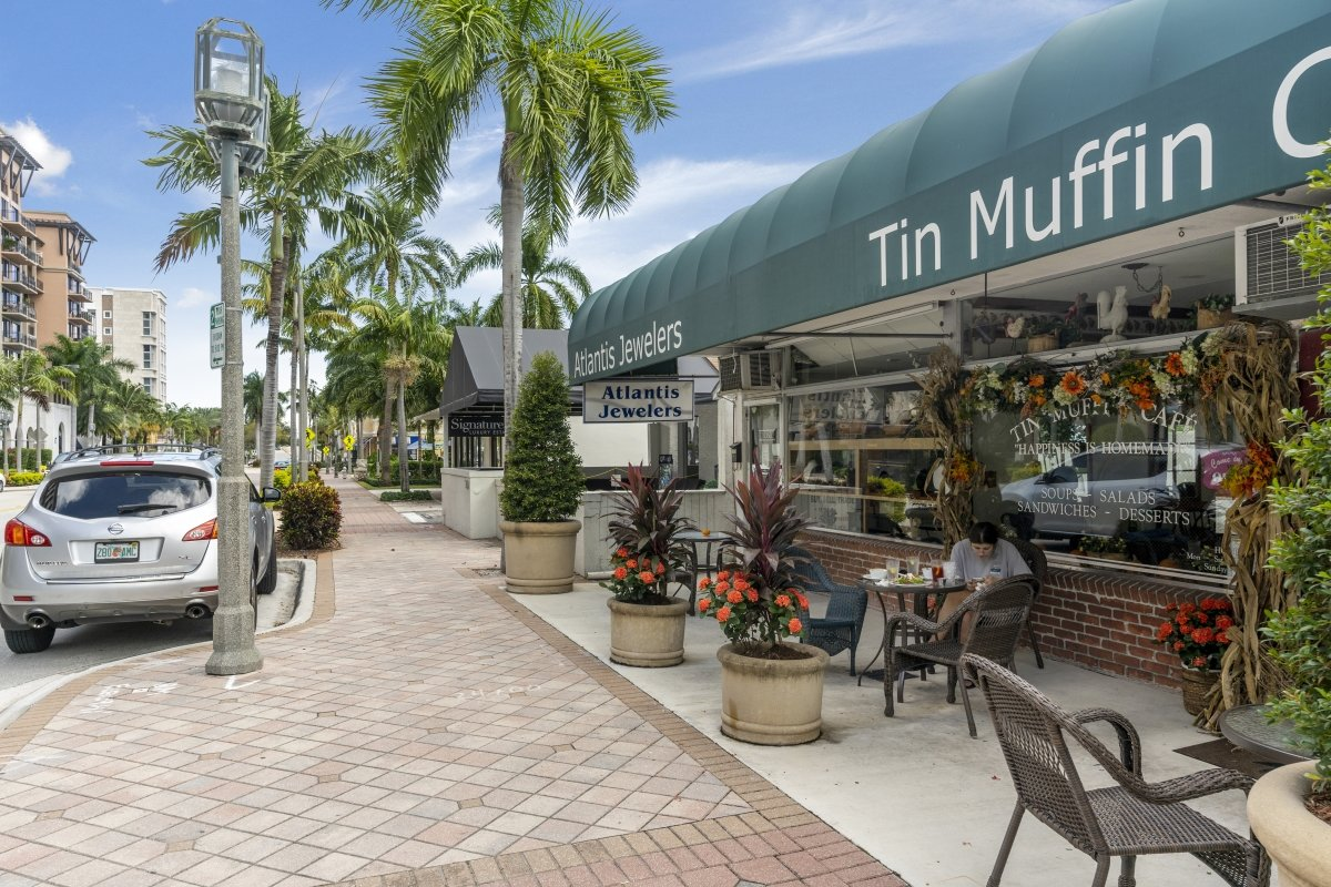 Downtown Boca Raton Restaurants and Shopping