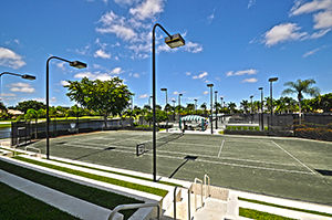 Tennis Courts in Woodfield Country Club